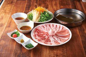 ぶどう豚と宮崎綾町野菜の巻きしゃぶ鍋の料理画像