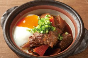 じっくり煮込んだ宮崎牛の牛スジ煮込み温玉添えの料理画像